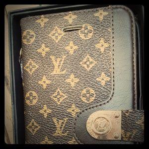 Louis Vuitton iPhone 6 / 6s wallet phone case